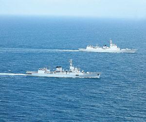 中巴海军舰艇开展联合演练