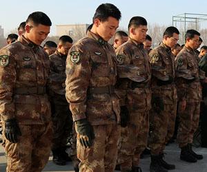 新疆军区某装甲团召开2017年度新兵授衔暨新训总结大会